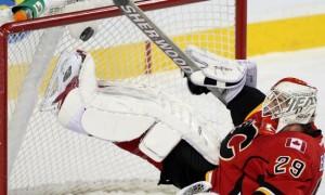 Лучшие сэйвы первой половины сезона НХЛ. Сэйв Берры на первом месте в Топ-10 (видео)