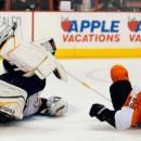 Сэйв года в Национальной Хоккейной Лиге (видео)