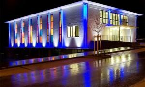 Подсветка фасада украсит дом